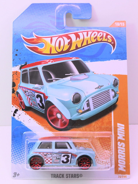 hot wheels morris mini baby blue (1)