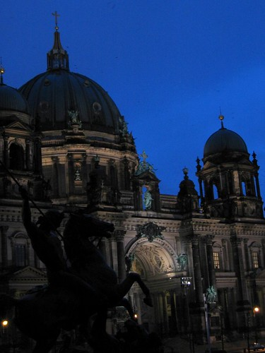 Berliner Dom at night.