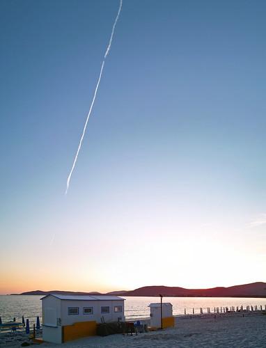 Ett strandhak på Maria Pia-stranden i Alghero i solnedgången