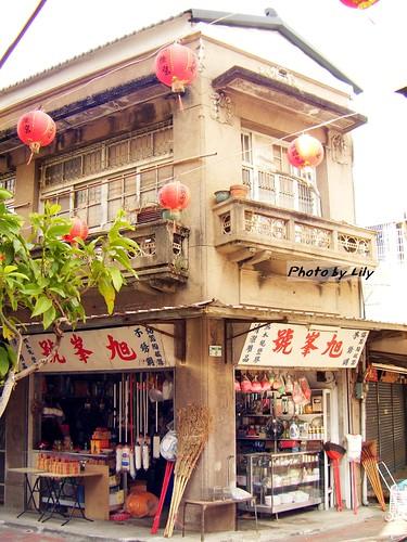 路邊看到的古建築小店,很有味道。