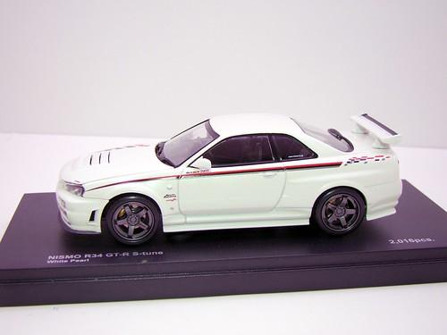 kyosho Z Tune Skyline GT-R R34 (2)