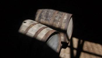 wijnvaten in het zonlicht door illyrias