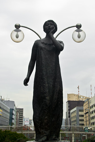 Tokyo statue, with wing-lamps