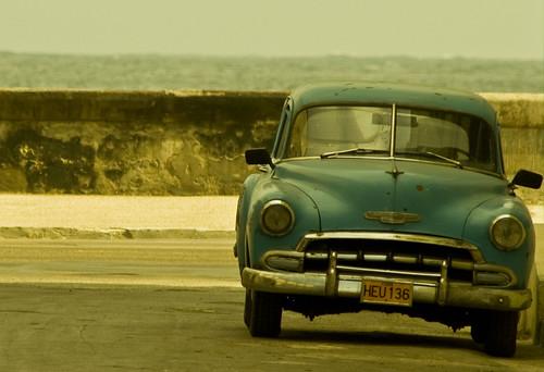 El auto y el mar