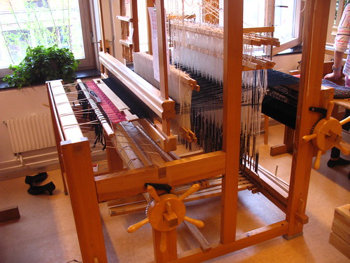 weaving damask - loom