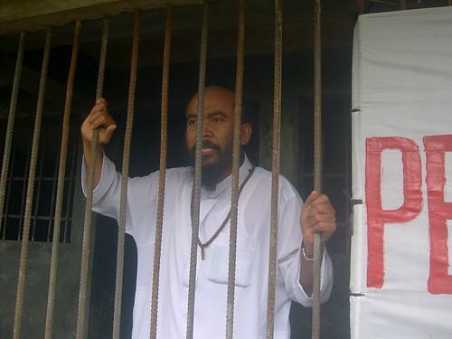 Menikahi gadis belia bawah umur akhirnya mengantarkan Syeh Puji ke dalam jerusi besi penjara