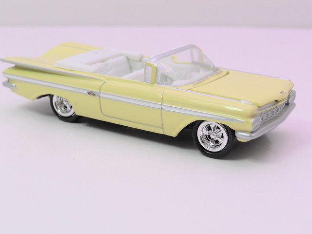 johnny lightning 1965 chevy impala convertible (2)