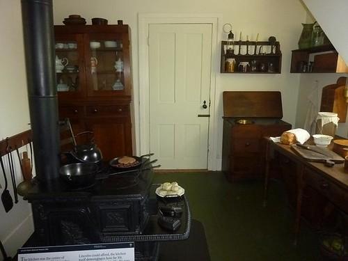 IL - Springfield 62 Lincoln Home kitchen