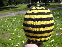 Hat_Child_2009_04_06_Bee_Lucy_2
