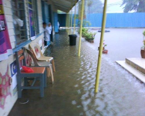 Koridor yang dinaiki air