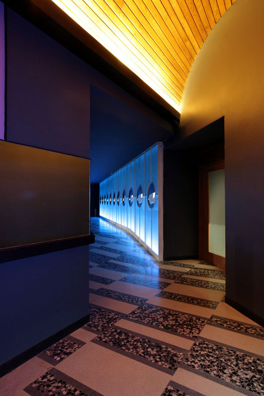 04 Nisha Acapulco - Entrance Alley