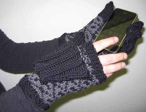 iPhone Mittens in action