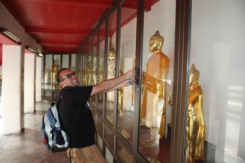 Stealig Buddha