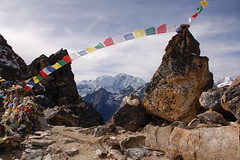 Prayer flags on Renjo La