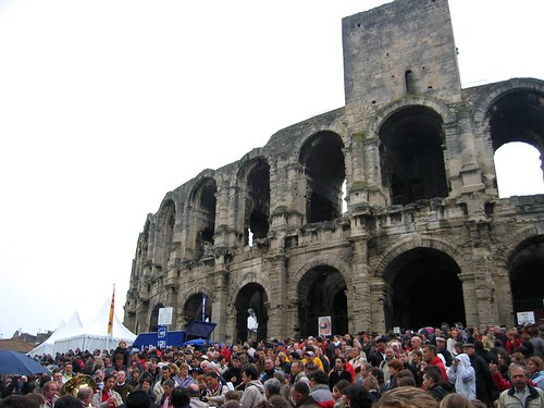 Crowd and bands in front of the Arènes.