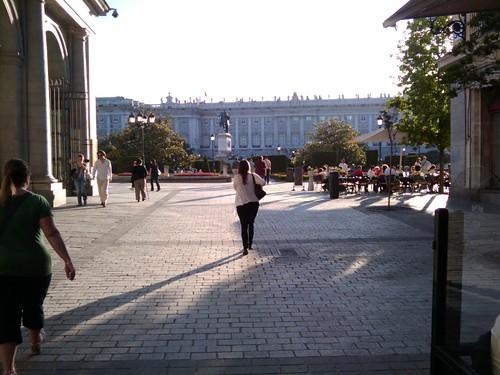 Llegando a la Plaza de Oriente (grankabeza@flickr)