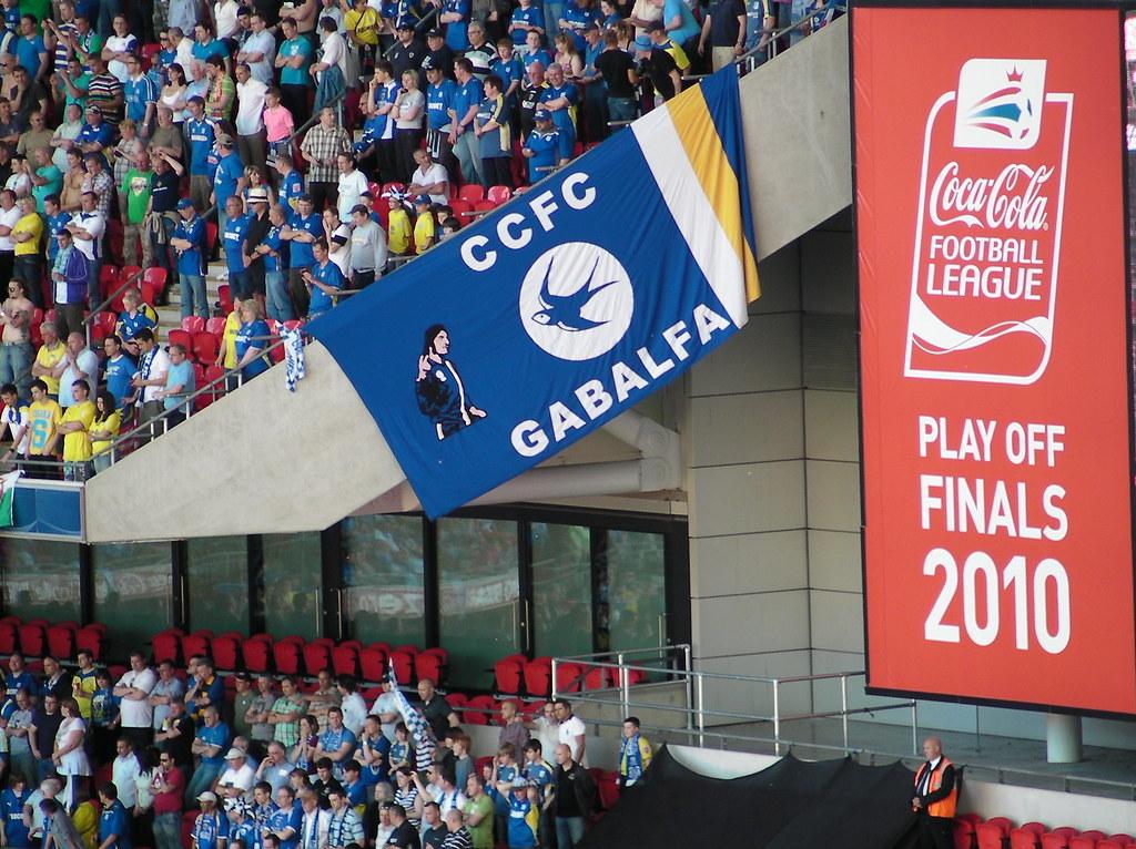 Wembley-Blackpool v Cardiff-City fans