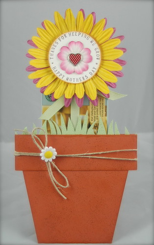 Talk about flower power! We gasped when we saw the awesome creativity of PSmerker and her interactive gift card holder.