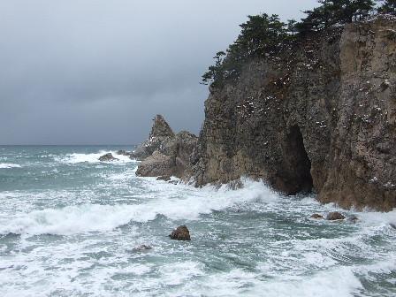 雪の笹川流れ~メガネ岩