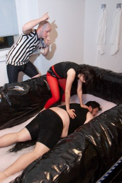 Jelly wrestling at Goffo