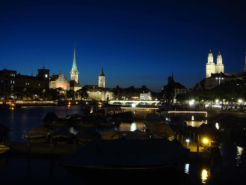 Panorámica nocturna de Zúrich