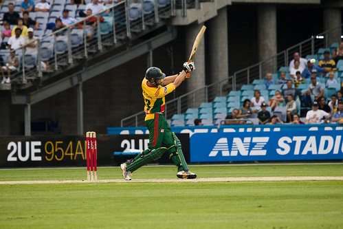 Twenty20: Lockyear Goes Long