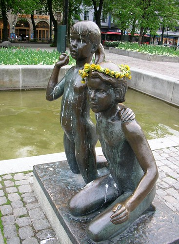 A crown of flowers for the child statue