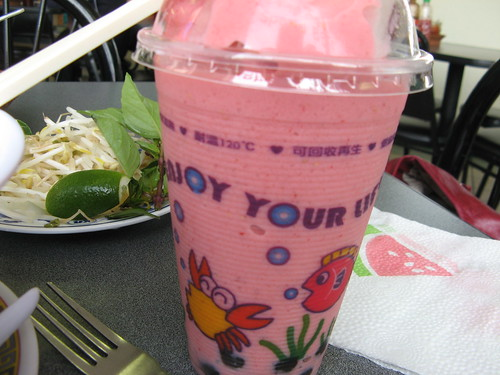 Strawberry Bubble Tea from Dong Ky