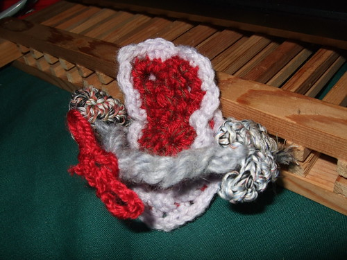 NatCroMo 2009 holding thick grey 'rope' with red bow