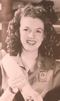 Marilyn trabajando en una fábrica durante la II Guerra Mundial - foto Wikipedia