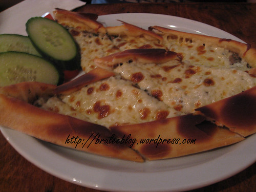 Kiymali Pide (ground beef pizza)
