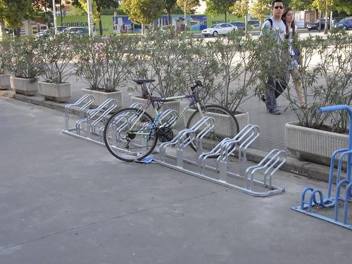 Aparcamiento para Bicicletas delante de la Estacion de ADIF en Córdoba