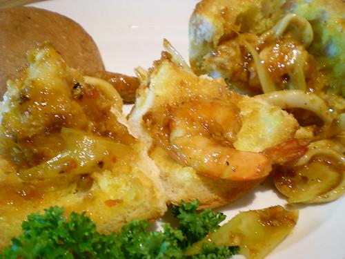 Boston spicy seafood bun