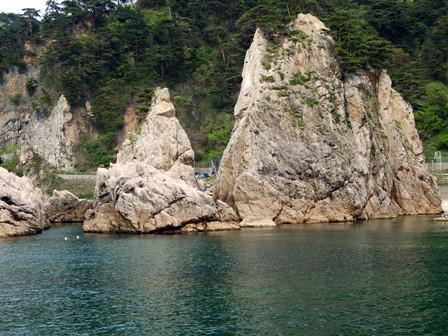 眼鏡(メガネ)岩~笹川流れ