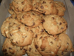 Chocolate chip macademia nut cookies by TheGirlsNY. (CC BY-SA 2.0