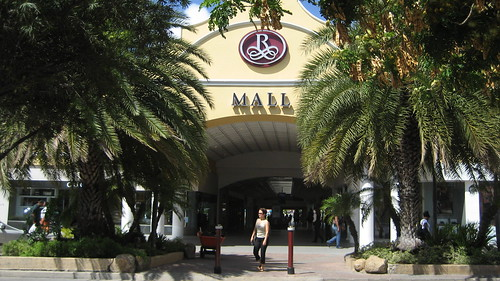 Entrance Renaissance Mall Aruba