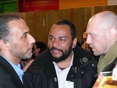 L'ex-humoriste Dieudonné et Alain Soral, président d'Egalité & Réconciliation et conseiller de Jean-Marie Le Pen durant la dernière campagne présidentielle, ont été les véritables vedettes du congrès de l'Union des organisations islamiques de France (UOIF)