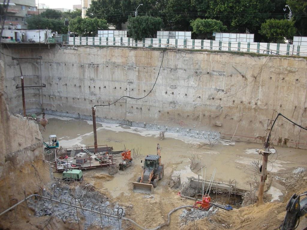 בונים מגדל בפרישמן-דיזנגוף