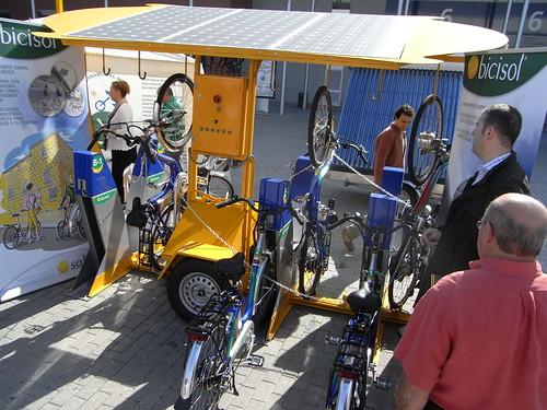 Bicicletas eléctricas alimentadas con energía solar.