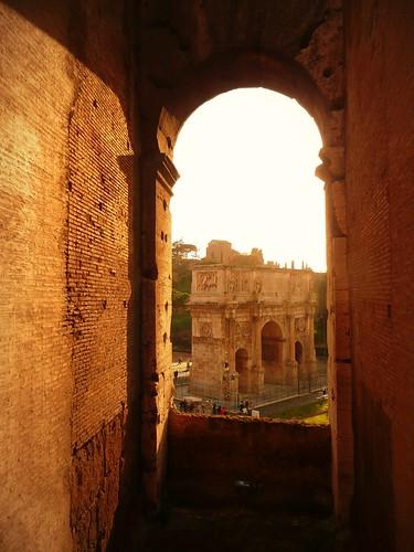 Le Colisée vs L'Arc de Triomphe