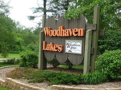 IL - Woodhaven Lakes 019 - entrance sign