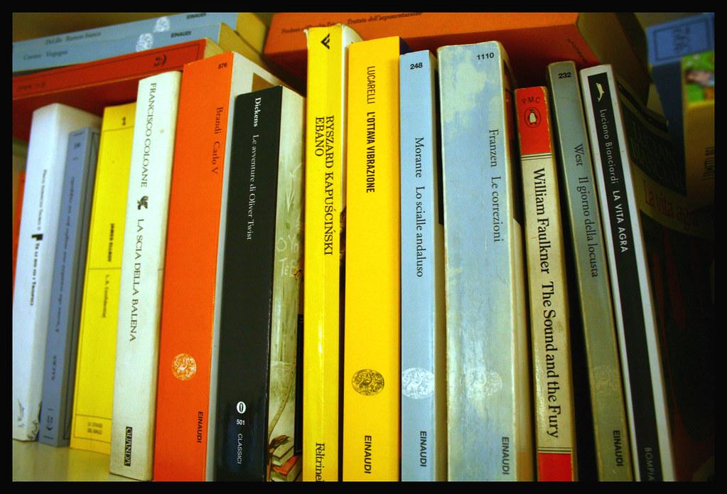 Libri o scaffali pieni di libri? Foto luiginter, Flickr