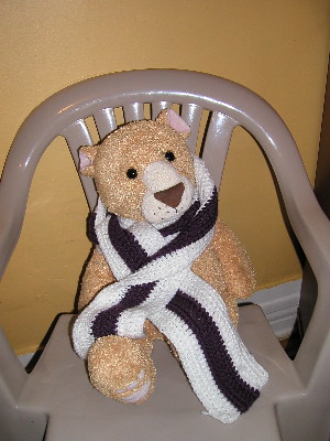 Hump-me the Lion modeling skinny scratchy scarf