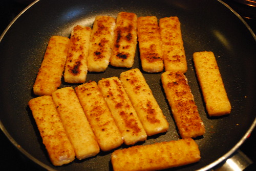 Frying the fish fingers