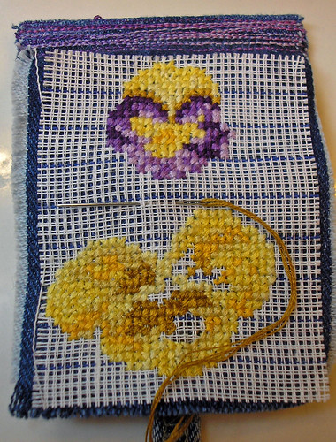 denim pansy needle case (1)