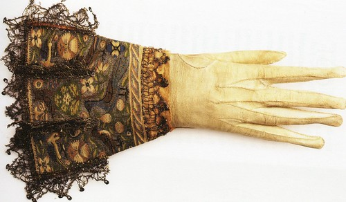 Elizabethan glove: little miss sunnydale on Flickr (Click image)