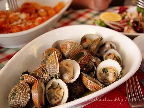 """The """"Hvaranin"""" clams"""