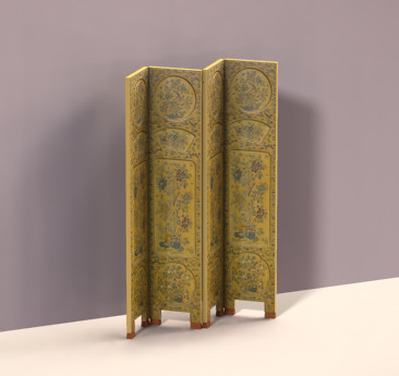A beautiful wood carved screen from Digital Dollhouse.com