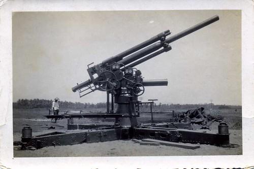 het complete luchtdoel-afweergeschut / fire-control machine , complete , Dutch Indies , late 1930's