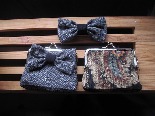 coin purses and a bow